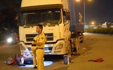 Hai thanh niên đi xe máy bị cuốn vào gầm xe container, 1 người tử vong