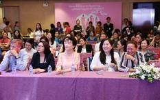 Đông đảo chị em phụ nữ đã tham gia sự kiện để nâng cao nhận thức về phòng chống ung thư vú.