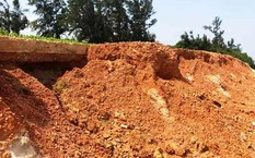 Đê biển ở Vĩnh Thái bị sạt lở nghiêm trọng.