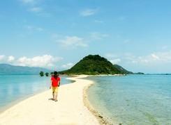 Ba con đường cho khách đi bộ giữa biển ở Việt Nam