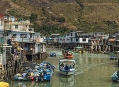 Tai O với những ngôi nhà Pang uk trên những chiếc cột kèo chênh vênh sóng biển...