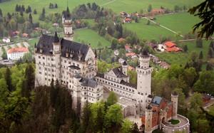 """Lâu đài Neuschwanstein xây dựng """"theo đúng phong cách của một lâu đài hiệp sĩ Đức"""""""