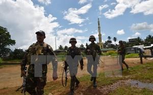 Binh sỹ Philippines tuần tra tại Marawi, Mindanao ngày 19/6. (Nguồn: AFP/TTXVN)
