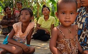 Bà Chhek Sambo và những người cùng làng