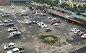 Với sức chứa khoảng 500 xe, bãi đỗ xe tại lô đất chưa thi công cạnh các tòa nhà HH đang là nơi gửi xe lớn nhất của người dân Linh Đàm