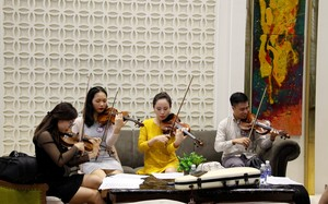 Các nghệ sĩ trẻ tập luyện trước giờ tuyển chọn