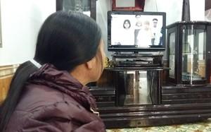 Bà Nguyệt chỉ thích xem tivi