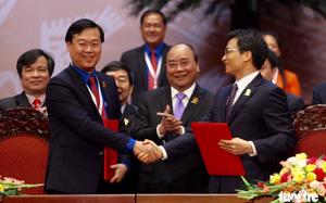 Thủ tướng chứng kiến lễ kí Nghị quyết liên tịch về Quy chế phối hợp công tác của Chính phủ và Ban chấp hành Trung ương Đoàn giai đoạn 2017-2022 (Ảnh Tuổi trẻ)
