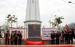 Các đồng chí lãnh đạo trung ương và tỉnh Lào Cai thực hiện nghi thức khánh thành cho công trình của tuổi trẻ Lào Cai