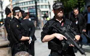 Cảnh sát Anh tại London. Ảnh: Reuters