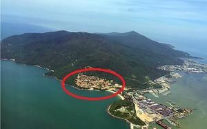 Bán đảo Sơn Trà nhìn từ trên cao, vùng khoanh đỏ là điểm phát hiện 40 móng biệt thự không phép xày xới bán đảo. Ảnh: Nguyễn Đông.
