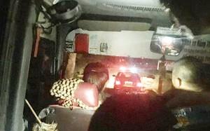 Hình ảnh chiếc xe khách được xe chuyên dụng của CSGT dẫn đường.