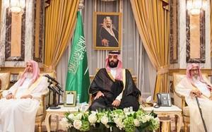 Tân thái tử Arab Saudi Mohammed bin Salman (giữa). Ảnh: Saudi Press Agency.