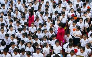 Các trường công lập ở nội thành Hà Nội luôn trong tình trạng quá tải.