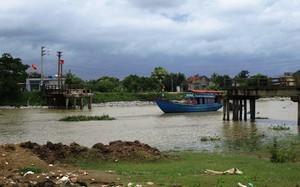 Cầu sông Hoàng sau khi bị chiếc tàu đâm sập.