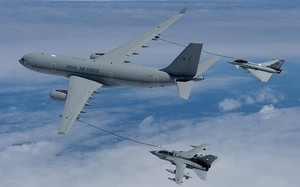 Một chiếc máy bay chở dầu Voyager của Anh.