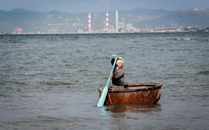 Vùng biển Vĩnh Tân, nơi được cấp phép nhận chìm gần một triệu m3 bùn. Ảnh: Thành Nguyễn.