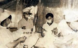 Các Nữ bác sĩ quân y.