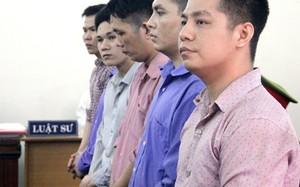 Các bị cáo khẳng định cán bộ trung tâm cai nghiện chứng kiến cảnh đánh nạn nhân. Ảnh: Bình Nguyên.