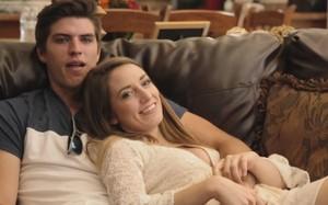 Kayleen bên bạn trai Robbie. Ảnh: Barcroft.