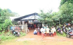 Hàng trăm người dân đến dự đám tang anh Rơ Châm Jưm. Ảnh: Nguyễn Nhật