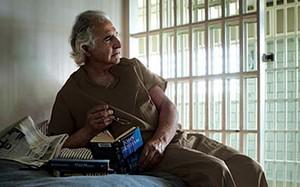 Siêu lừa Bernie Madoff được cho là có một cuộc sống nhàn hạ trong tù.