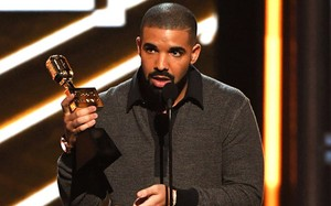 Nam ca sĩ Drake.