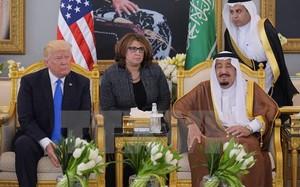 Quốc vương Saudi Arabia Salman (phải) tiếp Tổng thống Mỹ Donald Trump (trái) tại Riyadh ngày 20/5.