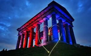 Thế giới 'đổi màu', tưởng niệm nạn nhân khủng bố