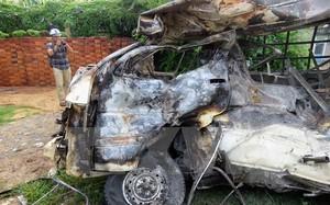 Chiếc xe ôtô bị cháy rụi.