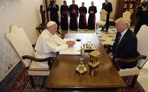 Thông điệp sau những món quà Giáo hoàng tặng ông Trump