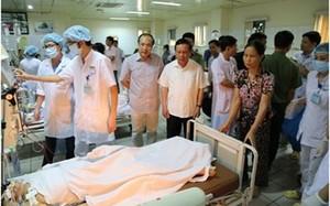 Bí thư Tỉnh uỷ Hòa Bình Bùi Văn Tỉnh thăm hỏi, động viên thân nhân có bệnh nhân tử vong