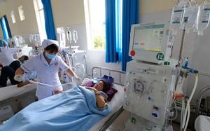 Khoa lọc máu Bệnh viện Đa khoa tỉnh Lâm Đồng lúc nào cũng trong tình trạng kín người bệnh chạy thận
