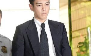 Nam ca sĩ rầu rĩ khi xuất hiện tại tòa. Ảnh: Naver.