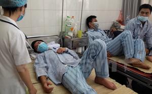 Bệnh viện Bệnh Nhiệt đới quá tải, các bệnh nhân phải nằm ghép.