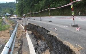 Vết nứt, sụt lún nghiêm trọng tại km 67 trên quốc lộ 217, đoạn qua xã Mường Mìn, huyện Quan Sơn (Thanh Hóa)