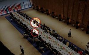 Khung cảnh bữa tiệc tối nhìn từ trên cao, trong đó Tổng thống Trump được xếp ghế ngồi phía bên kia so với Tổng thống Putin và bà Melania Trump, đệ nhất phu nhân Mỹ. Ảnh: NBCNews.
