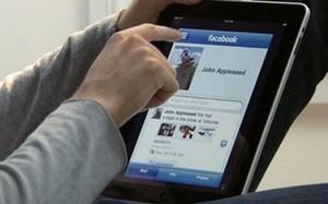 """Ngày càng nhiều người """"nghiện"""" Facebook"""