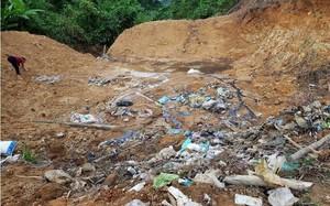 Hố chôn rác thải nằm đầu nguồn nước 2 xã Hương Trạch và Phúc Trạch