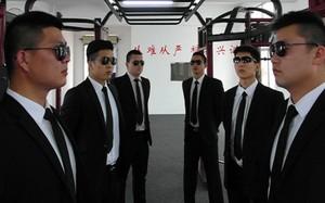 Nhân viên an ninh của công ty Trung Châu. Ảnh: SCMP.