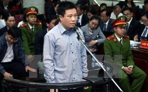 Bị cáo Hà Văn Thắm trước vành móng ngựa.