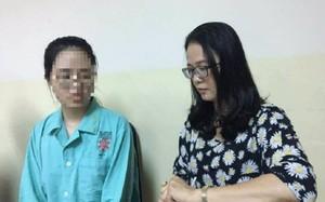 Nguyễn Lê Hải Phụng (trái) được phẫu thuật thành công sau nhiều năm bị vẹo cột sống nghiêm trọng