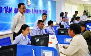 Người dân đến làm thủ tục hành chính tại trung tâm hành chính công tỉnh Đồng Nai
