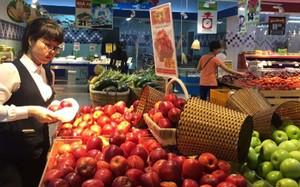 Táo nhập khẩu từ Nam Phi nhưng có giá dưới 50.000 đồng một kg tại siêu thị.