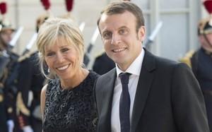 Tổng thống Pháp Emmanuel Macron và phu nhân Brigitte Macron (Ảnh: AFP)
