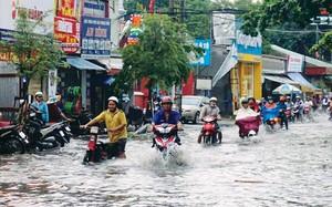 Tuyến đường Nguyễn Văn Quá (TPHCM) ngập vẫn hoàn ngập dù đã thi công xong công trình chống ngập.