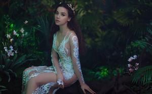 Hồ Ngọc Hà mặc váy xuyên thấu, hoá 'nữ thần' đẹp mê hoặc