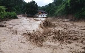 Nghệ An: Lũ quét kinh hoàng tại Kỳ Sơn cuốn trôi 9 căn nhà