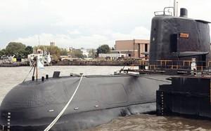 Tàu ngầm San Juan nổi trên mặt nước