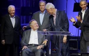 Các cựu tổng thống Mỹ xuất hiện trên sân khấu hôm 21/10.